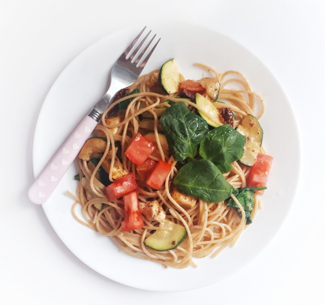 Spaghetti z mleczkiem kokosowym i cukinią